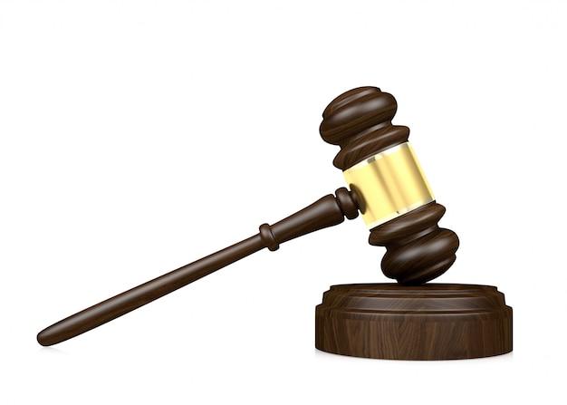 Martelo do juiz de madeira isolado no fundo branco