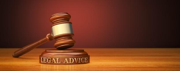 Martelo e bloco de som com aconselhamento jurídico em texto