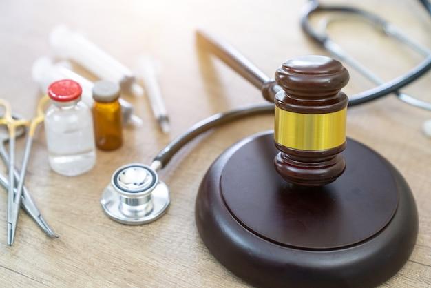 Martelo e estetoscópio. jurisprudência médica. definição legal