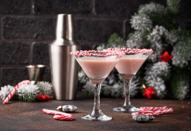 Martini de hortelã rosa com borda de bengala