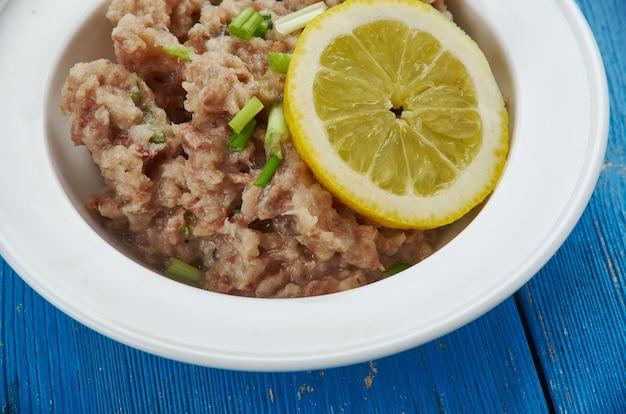 Mas huni - café da manhã típico das maldivas, composto de atum, cebola, coco e pimenta.