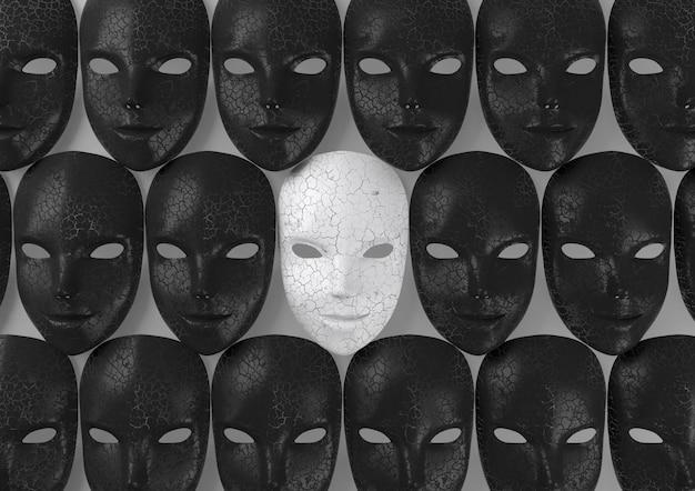 Máscara branca sorridente entre máscaras pretas