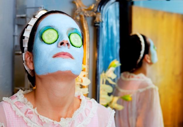 Máscara de argila verde engraçado housewife beleza