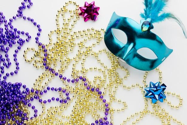 Máscara de carnaval de close-up com jóias