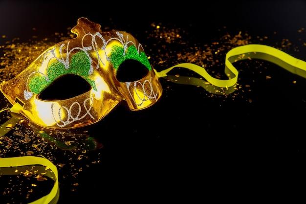 Máscara de carnaval de tradição para o baile de máscaras. feriado judaico de purim.