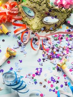 Máscara de carnaval e decoração de festa, confete