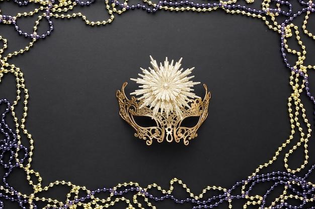 Máscara de carnaval elegante com jóias