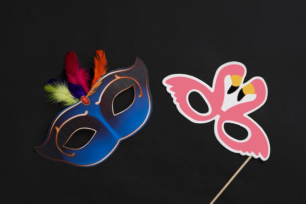 Máscara de carnaval no escuro