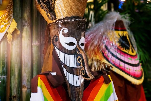 Máscara de dança fantasma da tailândia, phi ta khon, festival de máscara fantasma ou dia das bruxas da tailândia