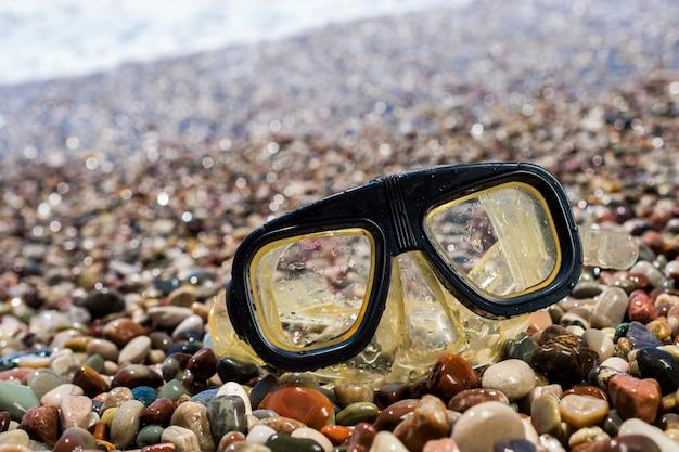 Máscara de natação na praia
