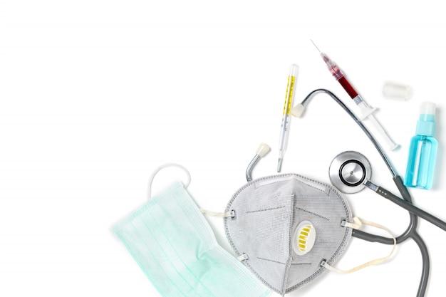 Máscara de proteção com estetoscópio e termômetro