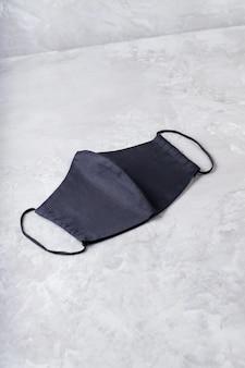 Máscara de proteção facial. copie o espaço. vista do topo