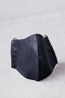 Máscara de proteção facial. máscara antivírus feita de algodão preto