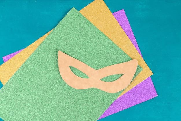 Máscara do disfarce de diy mardi gras, terça-feira gorda.