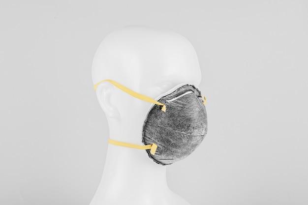 Máscara facial anti-poluição do ar em um manequim