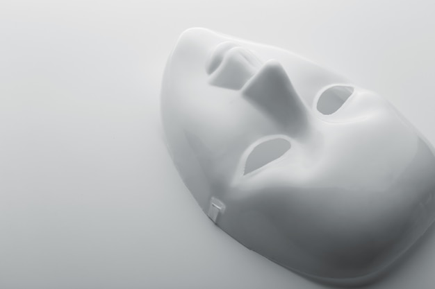 Máscara facial branca