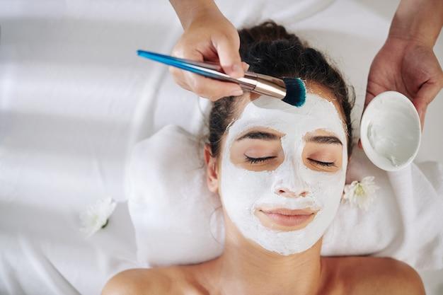 Máscara facial esfoliante e refinadora