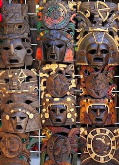 Máscara indiana de madeira asteca maia artesanal