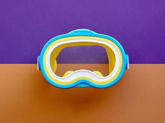 Máscara para nadar. conceito de mergulho. conceito de preparação para o descanso profissional. conceito de verão relaxante. conceito de mergulho e natação.