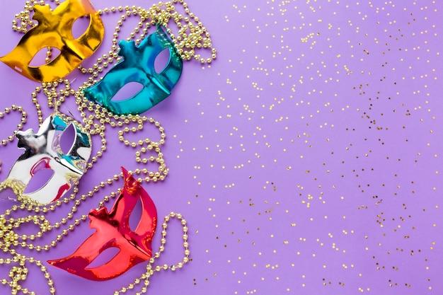 Máscaras de carnaval colorido com glitter