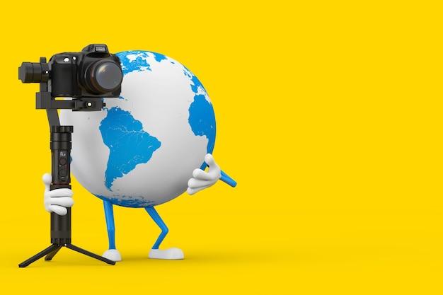Mascote do personagem do globo terrestre com dslr ou sistema de tripé de estabilização do cardan da câmera de vídeo em um fundo amarelo. renderização 3d