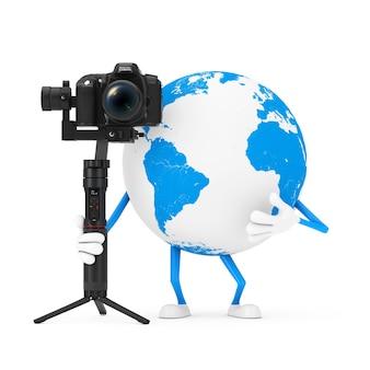 Mascote do personagem do globo terrestre com dslr ou sistema de tripé de estabilização do cardan da câmera de vídeo em um fundo branco. renderização 3d