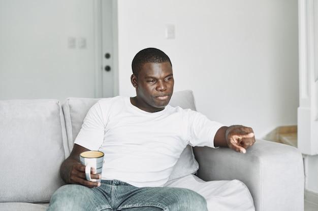 Masculino preto resfriado, gripe, vírus, doença