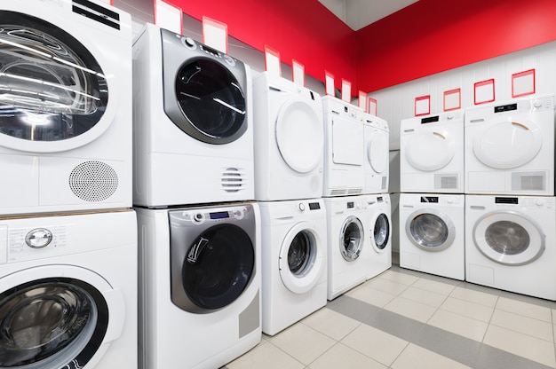 Mashines de lavagem na loja de eletrodomésticos