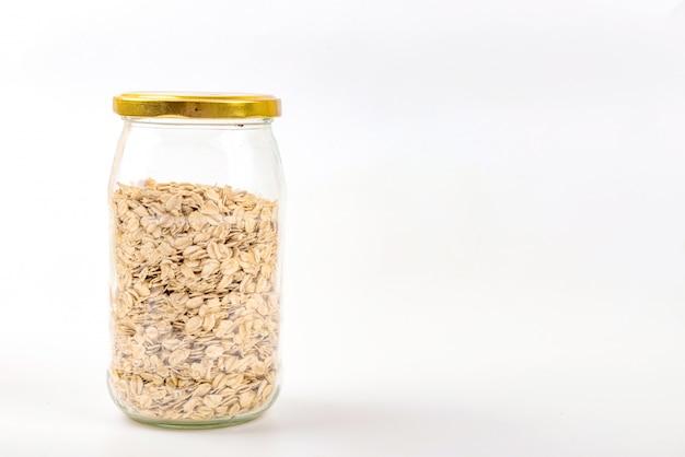 Mason jar preenchido com aveia. sem plástico, desperdício mínimo