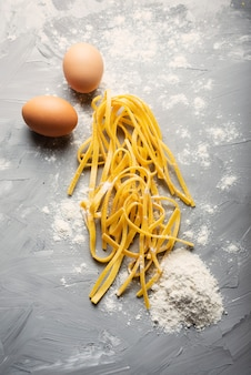 Massa crua italiana tradicional com ovos