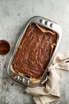 Massa de brownie de chocolate antes de assar horizontalmente