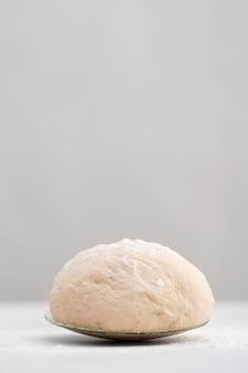 Massa de pão no prato