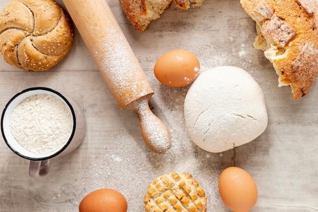 Massa de rolo de cozinha e ovos