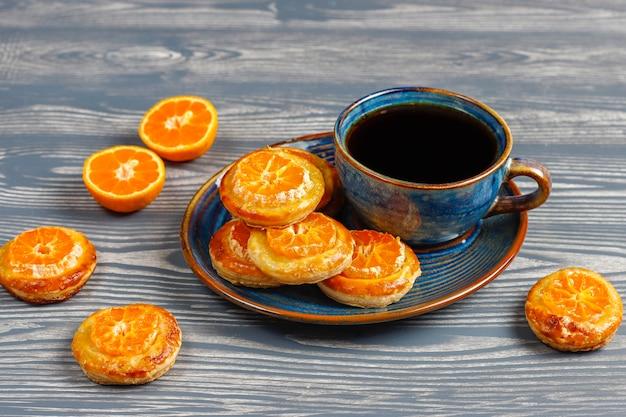Massa folhada caseira com rodelas de tangerina.