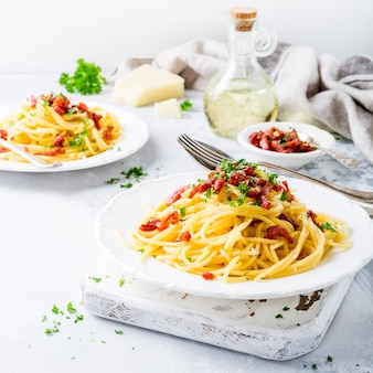 Massa italiana carbonara