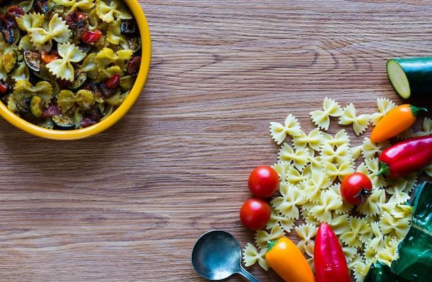 Massa italiana com legumes
