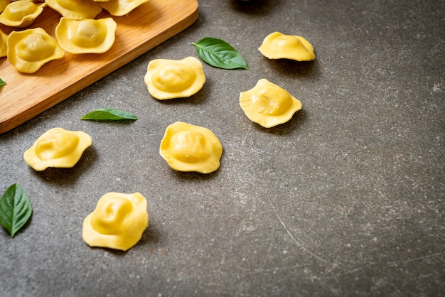 Massa tradicional ravioli italiana - comida italiana