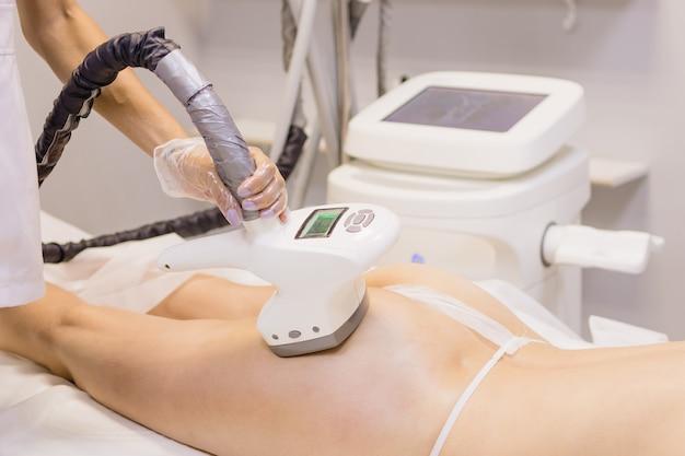 Massagem anticelulite de hardware procedimento de levantamento de rf por ultrassom cavitação tratamento de contorno corporal