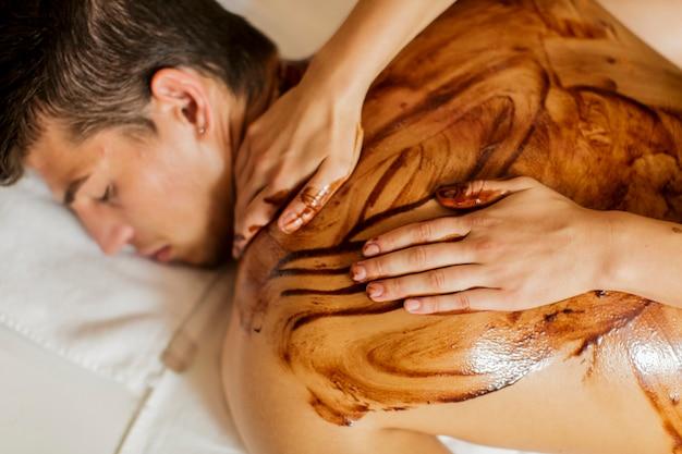 Massagem com chocolate quente