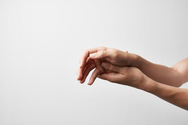 Massagem de mãos compensando a anatomia do medicamento