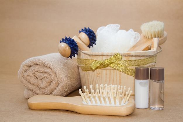 Massagem na sala de banho a vapor, sauna e conjunto de acessórios
