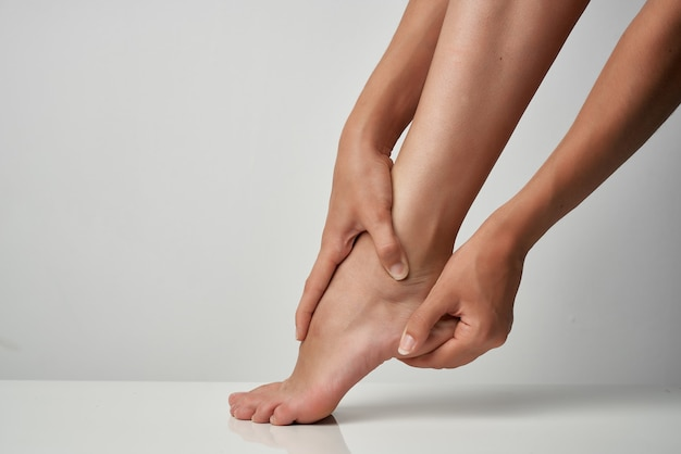Massagem no tornozelo, massagem, tratamento, remédio, problemas de saúde