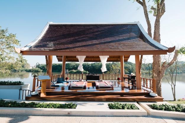 Massagem tailandesa de luxo no pavilhão