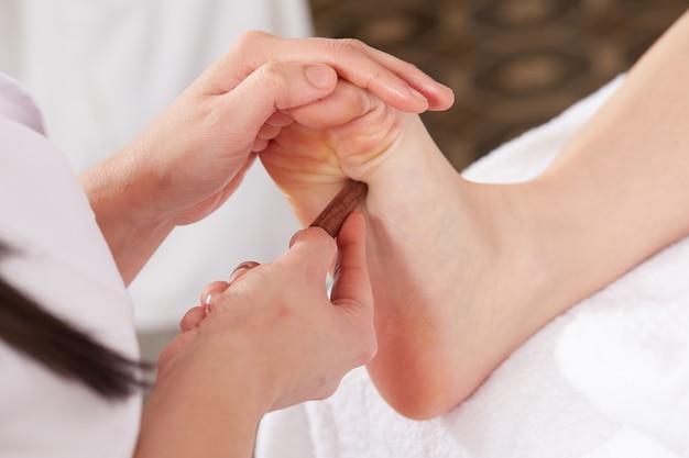 Massagem tailandesa no clube de bem-estar