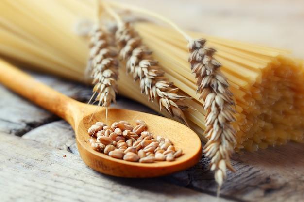 Massas e grãos de trigo