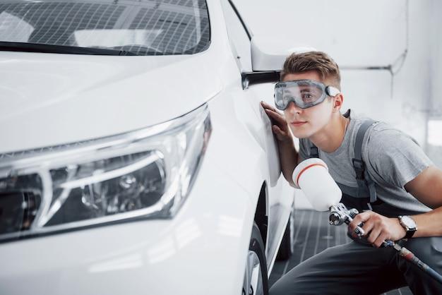 Master spray para pintura automotiva na indústria automotiva.