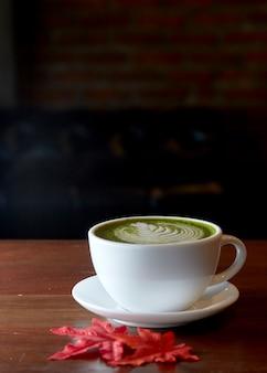 Matcha chá verde com leite bebida quente