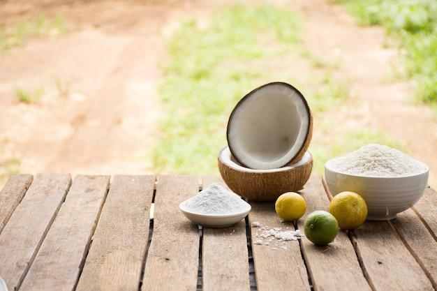Matéria-prima para alimentos e sobremesa.lemon e coco e arroz