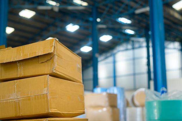 Matéria-prima para fábrica médica industrial no fundo do armazém