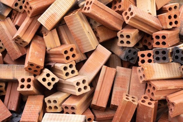 Materiais de construção de pilha de tijolo vermelho